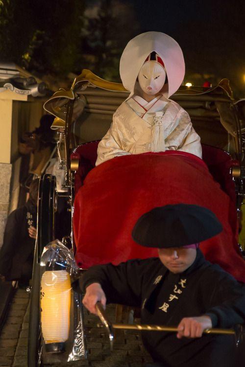 tanuki-kimono:Kitsune no yomeiri (Fox wedding procession) in...