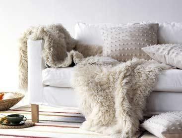 les 25 meilleures id es de la cat gorie tapis peau de bete sur pinterest peau de bete tapis. Black Bedroom Furniture Sets. Home Design Ideas