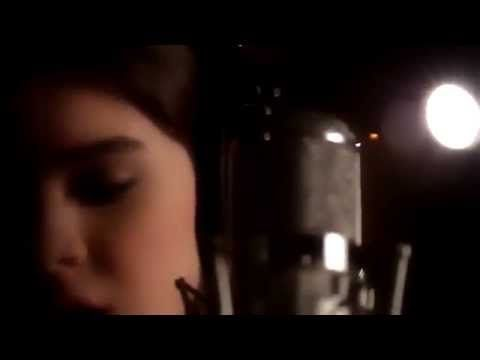 If you have watched Pitch Perfect 2 you would know that Jessie J's song Flashlight is featured and sung in it. Well heres a video of Hailee Steinfeld (Emily Junk) singing her cover of Flashlight. Her beautiful voice makes the song that much more touching.