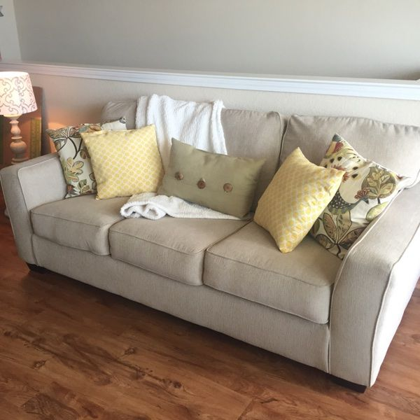 For Sale Couch Sleeper Sofa 750