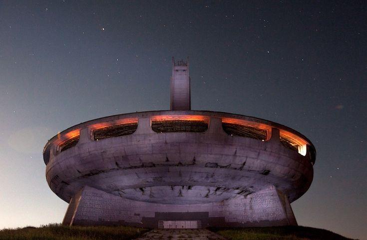 15заброшенных мест, окоторых нерасскажут Штаб-квартира Коммунистической партии Болгариивпутеводителе