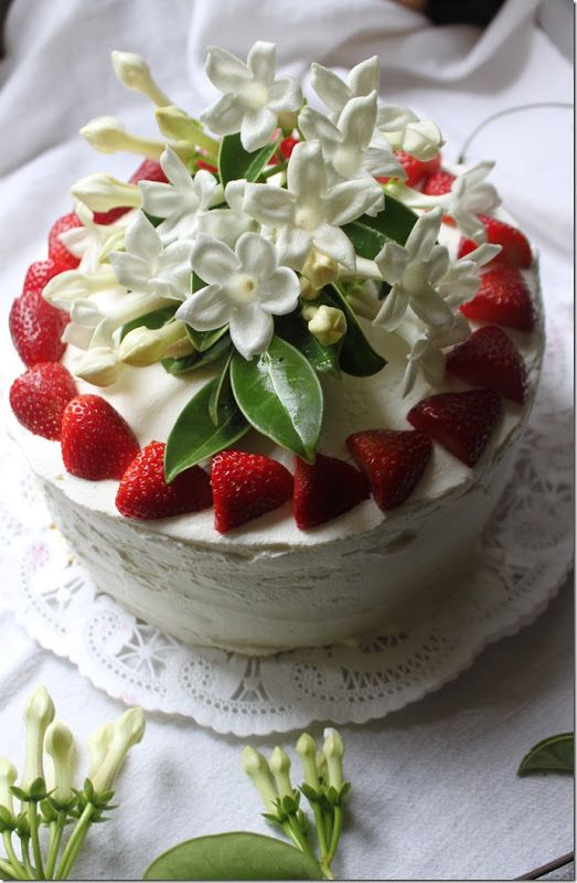 Strawberry Crème and Chantilly Cake