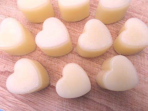 Ecco la ricetta per preparare la crema corpo solida, una guduriosa idea per un regalino in occasione del Natale o di una ricorrenza per gli amici!