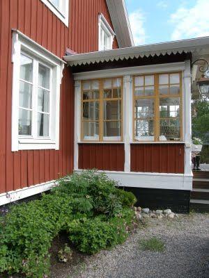 Service porch idea ... an idea for a temp winter time windblock for back porch ...
