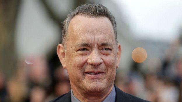 A emotiva entrevista de Tom Hanks à BBC sobre sua infância solitária - BBC Brasil