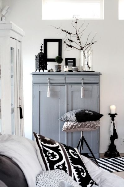 I like the look with this lantern in this room
