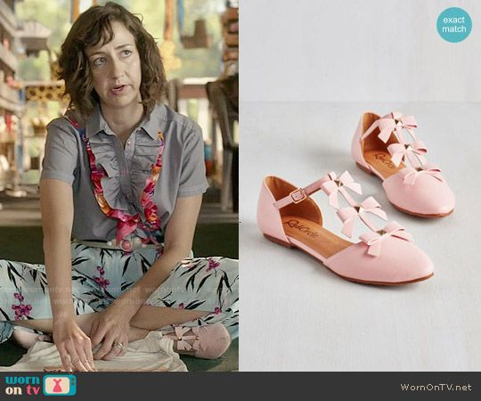 Carol's pink bow flats on Last Man on Earth.  Outfit Details: http://wornontv.net/52121/ #LastManOnEarth