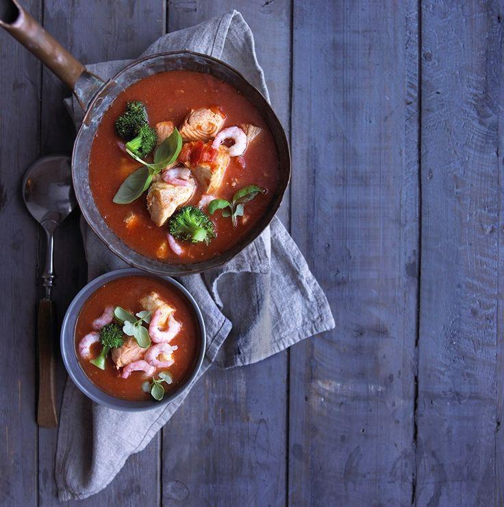 Suppe med fisk og reker