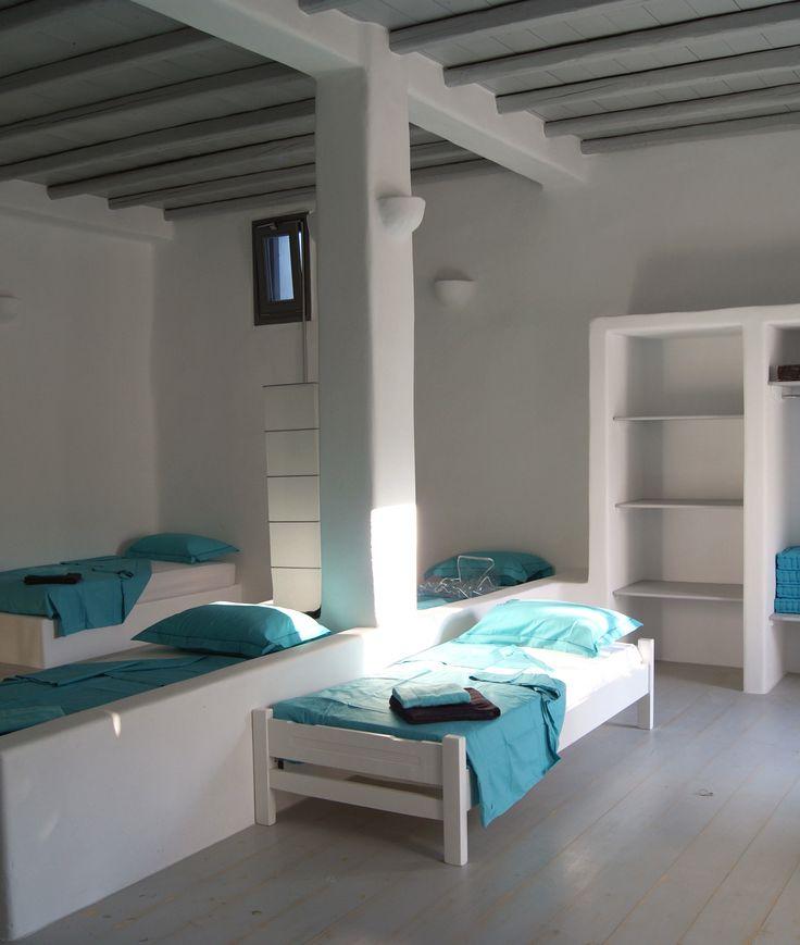Multi-bed kid's bedroom.