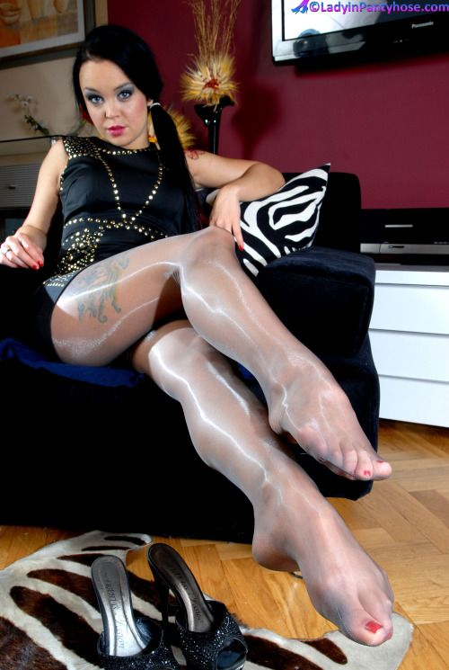 Mature feet in nylon galleries