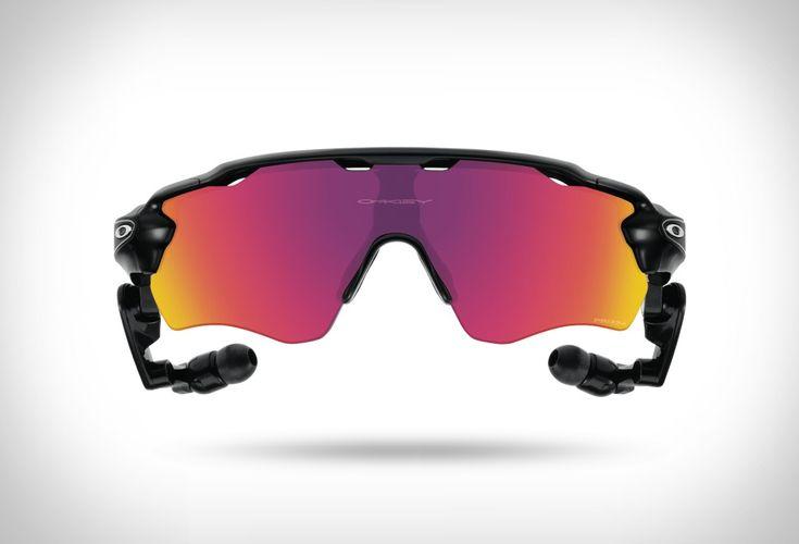 Oakley uniu-se com a Intel para o seu mais recente lançamento, osÓculos Treinador de Voz Oakley Pace Radar, um treinador virtual de voz ativa que fornece dados em tempo real e orientação enquanto você treina.Os óculos têm est&eacut