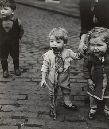 Bill Brandt. Children in Sheffield. 1937/ MoMA NYC