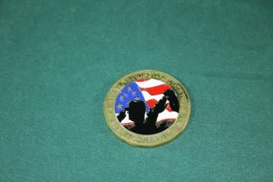 沖縄米軍使用SERVE TO HONOR 4軍マーク入り メダル 良品1