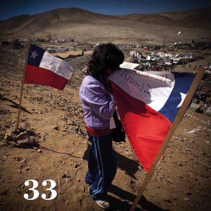 Libro 33  Retrato fotoperiodistico del rescate de los 33 mineros chilenos.  Photojournalistic portrait of the rescue of 33 Chilean miners.