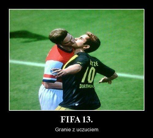 Śmieszne zdjęcie z Fify 13 • Dwóch piłkarzy w grze robi ślimaka • W Fifie 2013 występuję prawdziwe uczucie wśród zawodników • Zobacz >> #fifa #football #soccer #sports #pilkanozna #funny