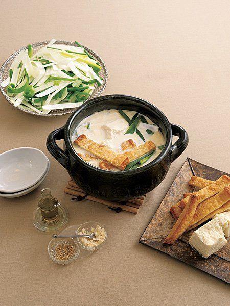 Recipe : 豆腐・油揚げ・ねぎの豆乳鍋/白ワインが恋しくなる、大人のための豆乳鍋。 #レシピ #Recipe