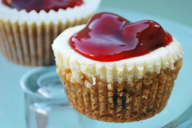 Cookie Cheesecake Cups Recipe - RecipeChart.com #Dessert #ILoveFood #YumYum