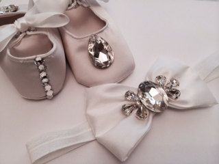 Beautiful baby crib shoes with bow headband, (SET) perfect for newborn baby girls, Christening, Baptism, Christmas, Birthday