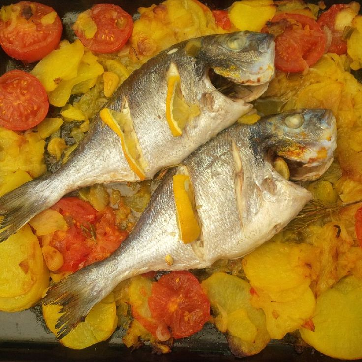 Gilt head fish made in the oven. Mediterranean style.