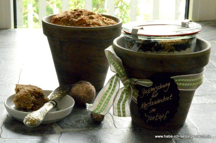 Kastanienbrot im Tontopf als Backmischung zum Verschenken- eine ausgefallene, selbstgemachte, kulinarisch-köstliche Geschenkidee. Das Rezept findet ihr hier sowie viele weitere Ideen für Backmischungen.