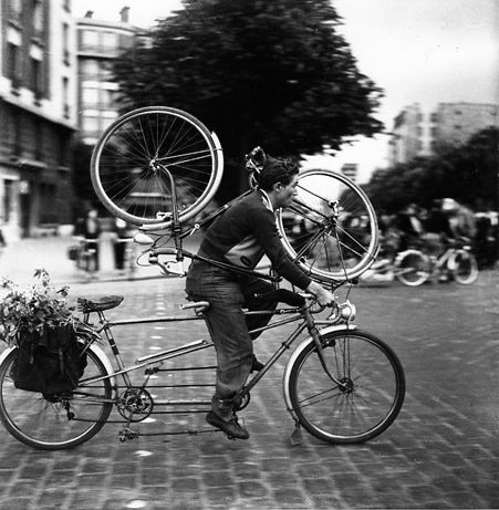 Atelier Robert Doisneau I Site Officiel // Porte d'Orléans. Dimanche soir. 1953. ( http://www.gettyimages.co.uk/detail/news-photo/little-brother-of-poor-man-news-photo/119002395