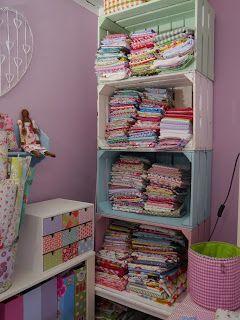 Cajas de frutas ....para la ropa del cuarto de lavado - ropero - abajo os zapatos
