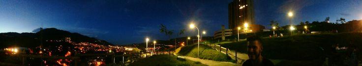 Parque de noche bello Antioquia