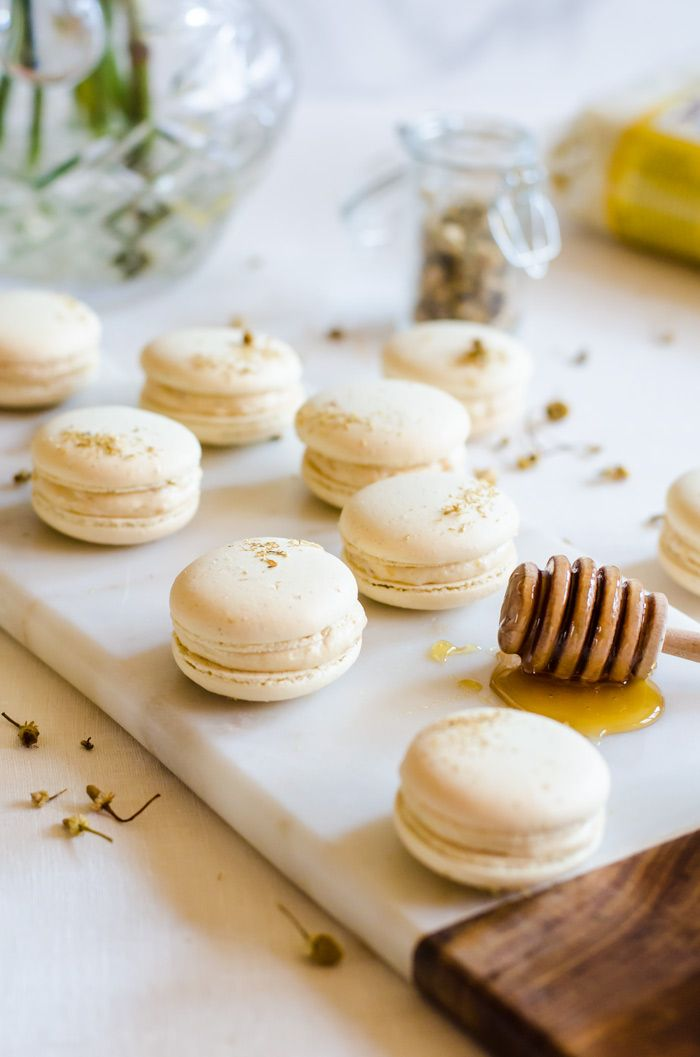 Chamomile and Caramelized Honey Macarons via @cookiedesire