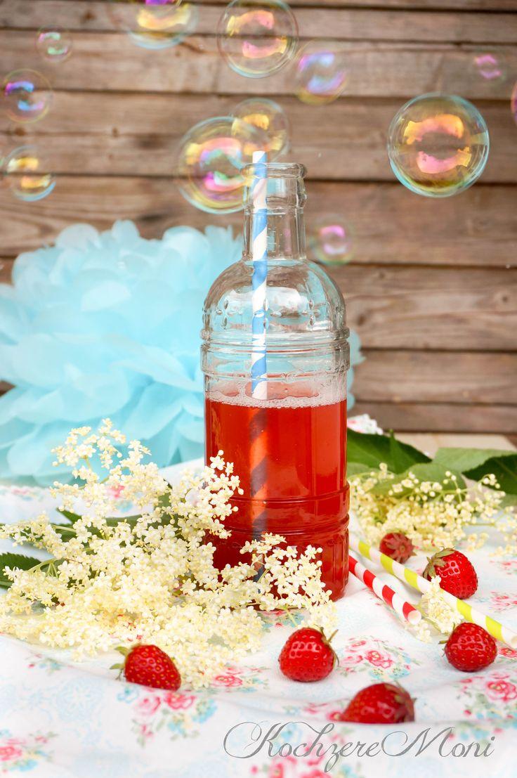 Erdbeerlimo mit Vanille, Rhabarber und Holunderblüte