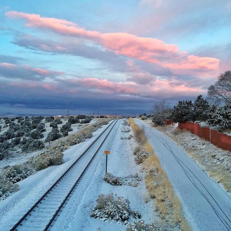 New Post by @SimplySantaFeNM on #Instagram: The two hour delay didn't stop this early runner from getting the views! Thanks for capturing that cotton candy sunrise for all of us @nomatterwhat123!   And speaking of two hour delays another one this morning for SFPS but that's not going to stop us from getting to Joe's Diner to talk to @richardeeds on 101.5 KVSF The Voice about our upcoming #EmegeSantaFe event series at @davidrichardsfe starting on 1/16 with our special Instameet in…
