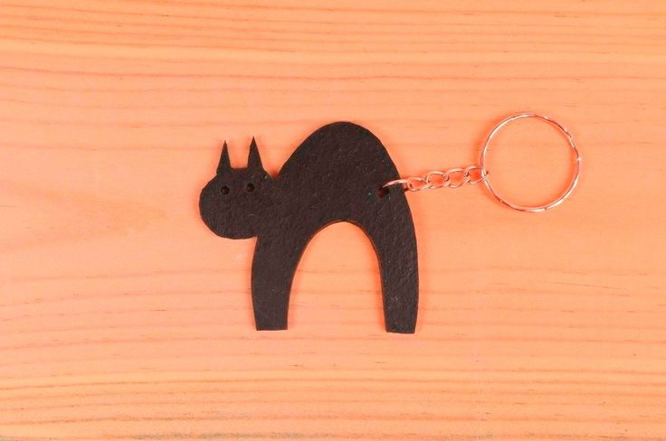 Cat shaped key holder made of tire's inner-tube