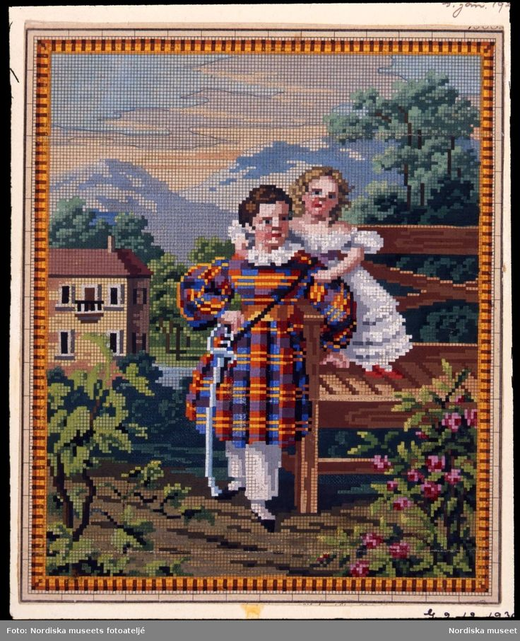 Broderimönster för korsstygnsbroderi. Två barn i trädgård, hus och berg i bakgrunden. 1800-talets andra hälft. @ DigitaltMuseum.se