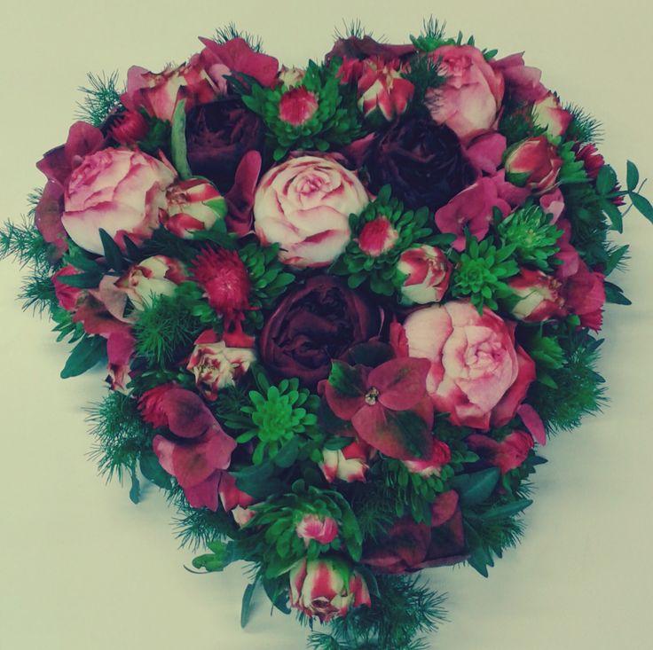 Rouwarrangement hart roze