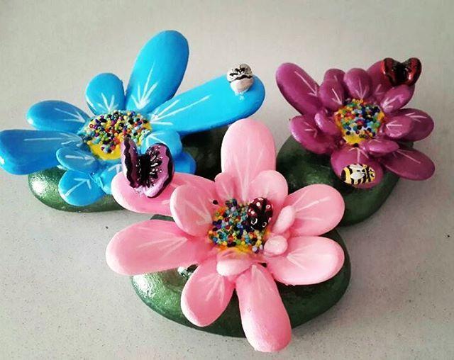 #elyapimi #handpainted #handmade #tasarım #creative #hediyelik #kisiyeozel #tasboyamasanati #tasboyama #stonepainting #stoneart #rockpainting #pebbleart #cicek #sanat #art