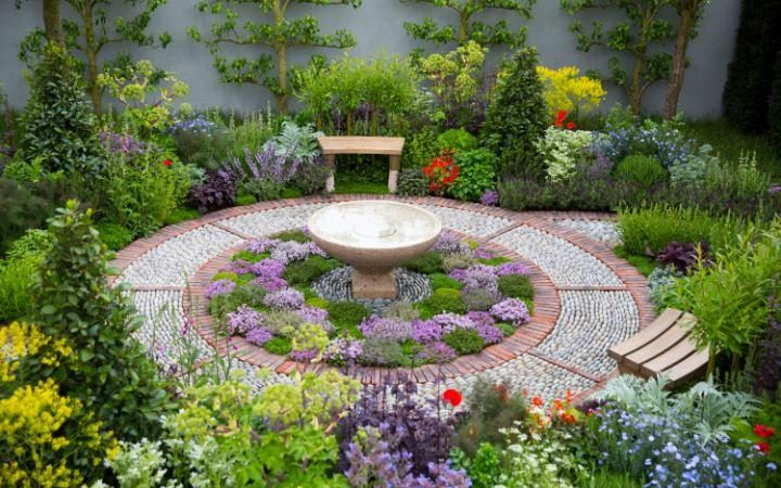 My absolute favourite from the show! The St Johns Hospice Garden by Jekka McVicar.  A stunning photo from the 2016 Chelsea Flower Show in London, England