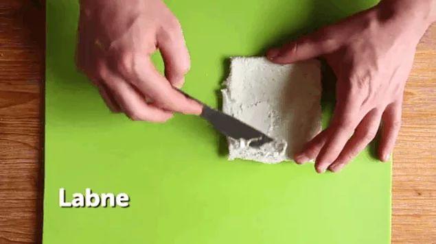 İlk adım tatlıda! Çilek ve labne ikilisiyle minik yalancı bir cheesecake yapabilirsiniz!