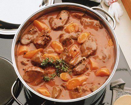 МЯСО ТУШЕНОЕ РЕЦЕПТЫ http://pyhtaru.blogspot.com/2017/06/blog-post_54.html  Мясо тушеное - лучшие рецепты!  1 Тушеное мясо с картофелем и зеленью  Описание: Рецепт этого блюда очень прост и вместе с тем оригинален, поскольку предполагает добавление к традиционным продуктам (мясу картофелю) необычных приправ – мяты и тмина. Вкус получается пикантным и ярким, особенно если приправы и зелень используются свежие.  Читайте еще: ============================== САНГРИЯ РЕЦЕПТ…