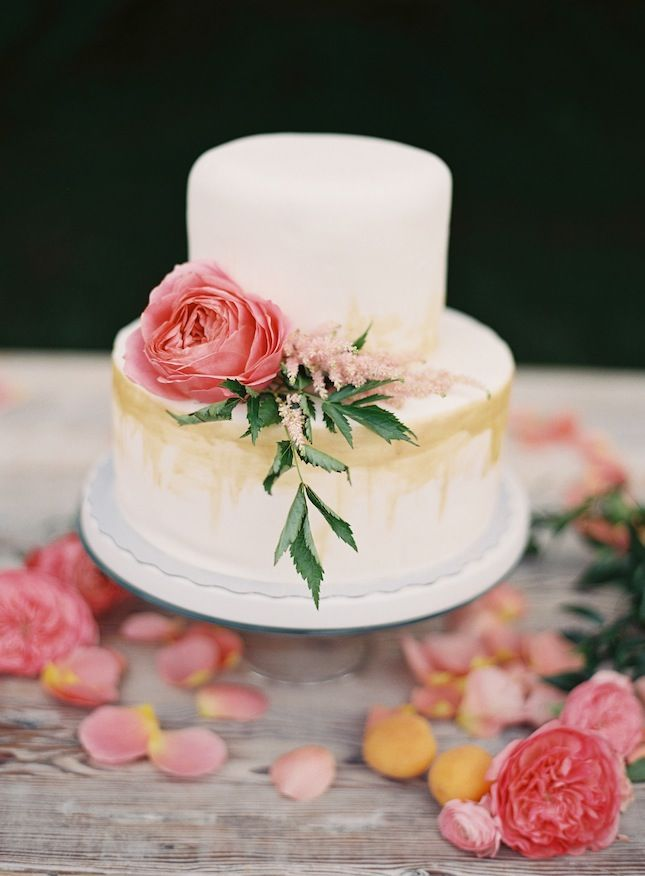 RUSTIC FLORAL DESSERT SPREADBest 25  Two tier cake ideas on Pinterest   Tiered cakes  Fondant  . Real Simple Wedding Cakes. Home Design Ideas
