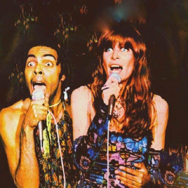 Gilberto Gil e Rita Lee fotografados por Vânia Toledo no palco, em 1977. Veja mais em: http://semioticas1.blogspot.com/2012/02/ovelha-negra.html