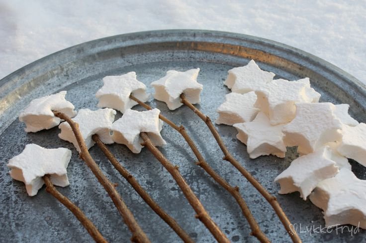 Marshmallow stars. Perfect for s'mores! But I think I'll be dipping them in chocolate and adding them to my DIY edible arrangement