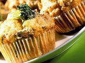 Muffiny s brokolicí, nivou a ořechy