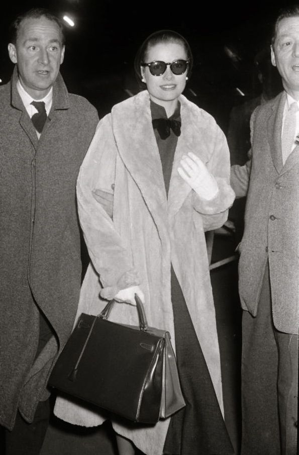 princessgracekelly:  Grace Kelly arriving at Grand Central Station  …Carrying not one—but two!—Hermès handbags!
