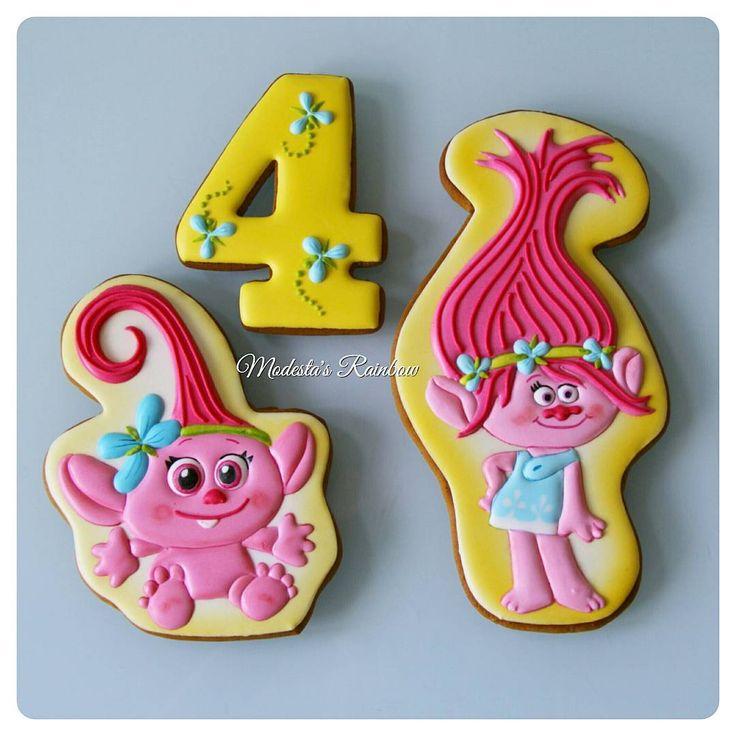 Тролли на 4-летие! листайте➡➡➡ ,  чтоб увидеть размер и упаковку.  Всех мультяшек можно посмотреть по хэштегу #персонажимр  #royalicingcookies #gingerbread #decoratedcookies #cookiedecoration #sugarart #пряник #пряники #имбирноепеченье #имбирныепряники #пряникалматы #пряникиалматы #customcookies