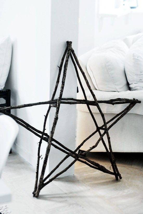 over sized twig christmas star- ADD GREENERY AND SPRAY PAINT RED? AND HANG ON RAILING OUTSIDE