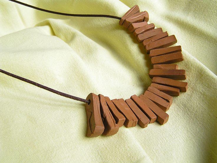 Ceramiczne elementy wykonałem z gliny.