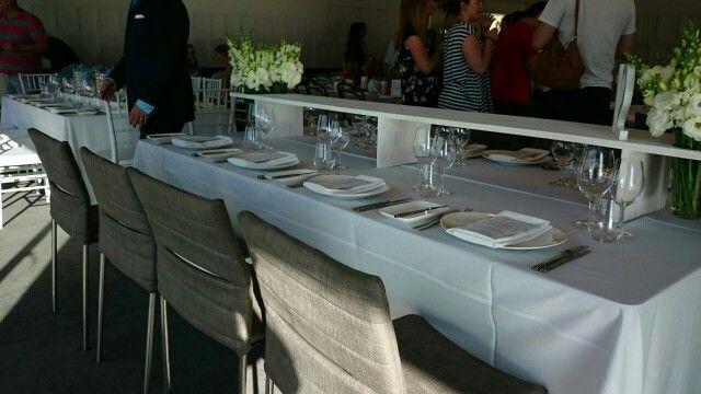 Table decorations: minimalist