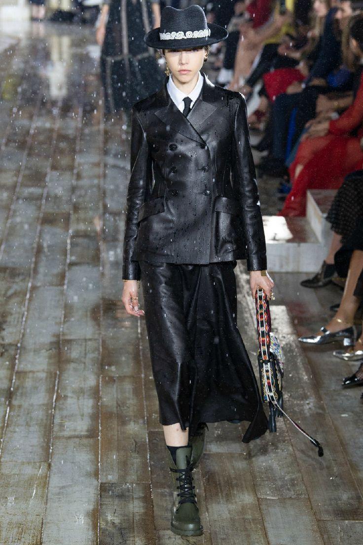 Hadise'nin Dior Kombini Nasıl Bir Mesaj Veriyor? – yesım aslı