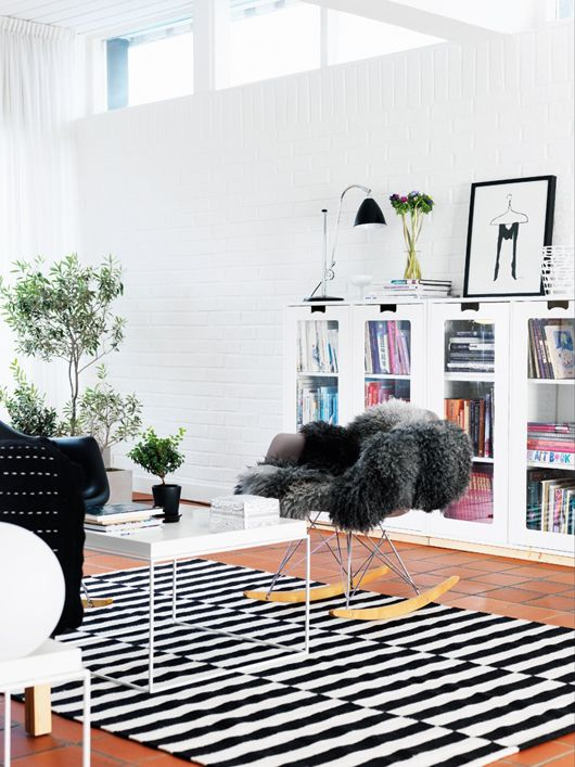 great bookcasesRocks Chairs, Rocking Chairs, Black And White, Interiors, Livingroom, Living Room, Black White, Rugs, Design Elements