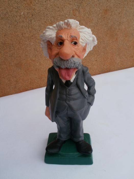 ALBERT  EINSTEIN 2      by   CONSTANTINOS  CC terracotta and acrilic paint  http://constantinos.com.sapo.pt/