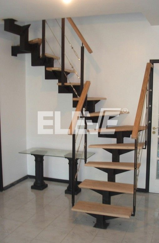 Escaleras y espacio apartamentos peq ideas pinterest for Escaleras metalicas para casa